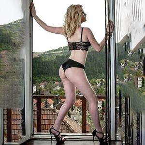 Sally affair with escort lady through escort agency Berlin for AV popping and vibrator games