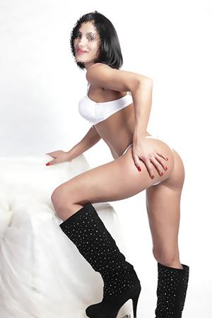 Hostessen mit langen Beinen wie Anja bieten Sex