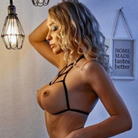 Dana – Hostessen aus Frankfurt betört mit heißen Rollenspiele beim Sex Date