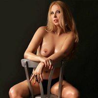 Lorena – Escort Modelle in Bonn umgarnt mit Öl Massage und Anal Anreiz bei Reisebegleitung