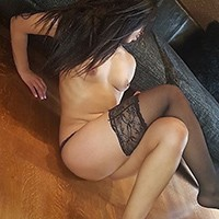 Mature Escort Lady Naomi Offers Tour Guide On Sex Ads