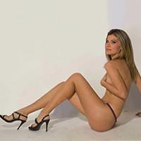 Natasha – Über Modelagentur zierliche Hausdamen für Analsex treffen