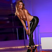 Simona - Zierliche Hobbynutten auf Singlesuche für Analverkehr